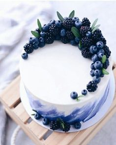 lecker - ~ Food - Süßes, Kuchen & Desserts ~ - The Effective Pictures We Offer You About purple birthday cake A quality picture can tell you many things. You can Beautiful Cake Designs, Beautiful Cakes, Amazing Cakes, Cool Cake Designs, Stunningly Beautiful, Gorgeous Lady, Food Cakes, Cupcake Cakes, Cake Cookies