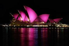 Pelo mundo: o Sidney Opera House também é iluminado durante uma semana para apoiar a prevenção.  (Foto: blog Sealbag)