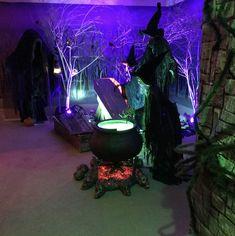 Halloween Haunted Houses, Spooky Halloween, Halloween 2020, Haunted Garage, Happy Halloween, Halloween Stuff, Spooky Spooky, Halloween Window, Cheap Halloween