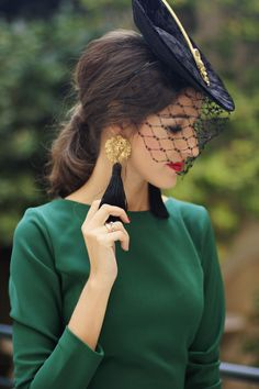 Guest look: the vintage dress with back Modest Dresses, Modest Outfits, Day Dresses, Vintage Party Dresses, French Outfit, Civil Wedding, Vestidos Vintage, Indian Designer Wear, Wedding Wear