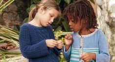 Tricotez ce joli petit pull bleu marine à torsades. Très pratique, ce pull en coton, est mixte et se porte avec tout ! Tailles -a) 4 ans -b) 6 ans -c) 8 ans -d) 10 ans -e) 12 ans  Les ... Knitting For Kids, Crochet For Kids, Baby Knitting, Knit Crochet, Pull Bleu Marine, Pull Poncho, Pull Torsadé, Pull Gris, Marie Claire
