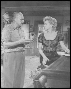 """1956 / RARE Marilyn et Joshua LOGAN (candids moments) lors du tournage du film """"Bus stop""""."""