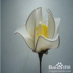 Продолжение темы Цветы из капрона китайской рукодельницы Ву Чуан-до Еще один мастер-класс китайской рукодельницы Ву Чуан-до Понадобится проволока и капроновые чулочные изделия: нашла здесь