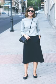 Ray-Ban wayfarer sunglasses, Comme des Garçons Play t-shirt, COS skirt, Chanel flats and Celine trio in navy. Modest Fashion, Fashion Outfits, Womens Fashion, Skirt Fashion, Spring Fashion, Autumn Fashion, Shabby Look, Ray Ban, Divas