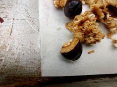 Simple granola recipe with walnut and hazelnut at lamimieux.com