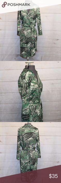 Ann Taylor Faux Wrap Dress size 10 EUC Ann Taylor Faux Wrap Dress Green, white, black Size: 10 94% Rayon / 6% Spandex Ann Taylor Dresses