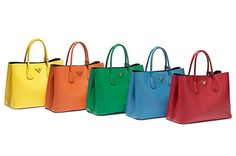 プラダの新作バッグが世界一斉発売 - 豊富なカラーで展開の「プラダ ダブルバッグ」