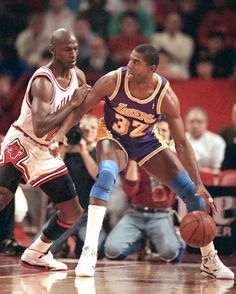 "'s collide - ""Magic"" Johnson and Michael Jordan Basketball Pictures, Basketball Legends, Sports Basketball, Basketball Players, Basketball Skills, Nba Stars, Sports Stars, Larry Bird, Michael Jordan"