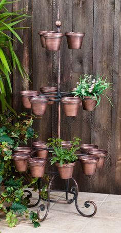 love this planter *me too & love the copper look. Plants For Hanging Baskets, Hanging Flowers, Hanging Pots, Wooden Plant Stands, Diy Plant Stand, House Plants Decor, Plant Decor, Diy Planters Outdoor, Wrought Iron Decor