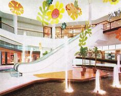 The inside entrance court for the John Wanamaker department store at King Of Prussia Mall, Philadelphia area, circa King Of Prussia Mall, Philadelphia Area, Shopping Malls, Shopping Center, Department Store, Back In The Day, Midcentury Modern, Old Photos, Passport