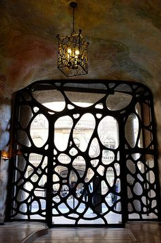 Antoni Gaudí - Casa Milà (La Pedrera), Barcelona, Spain - interior view of front entrance