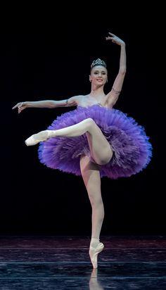 Svetlana Zakharova in Le Corsaire. Photo by Jack Devant. ✯ Ballet beautie, sur les pointes ! ✯                                                                                                                                                                                 Plus