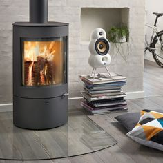 Westfire Uniq 21 Wood Burning Stove Small Rooms, Wood Fireplace, Fireplace Ideas, Small Wood Burning Stove, Stove Installation, Modern Stoves, Tiny House Appliances, Log Burner, Gas Fires