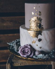 Gold Wedding Cakes mysterious dramatic geode wedding - A mysterious and dramatic geode themed wedding with geode wedding ideas in a rustic barn wedding venue. Pretty Cakes, Beautiful Cakes, Amazing Cakes, Mauve Wedding, Dream Wedding, Wedding Day, Wedding Cake Purple, Trendy Wedding, Wedding Colors