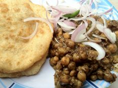Yummiee chhole bhature in Streets of Delhi