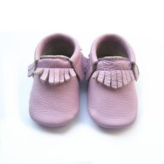 Lollipop Moccs | lavender | lilac | baby moccasins | baby girl fashion style | shoes | fashionista | boutique  #shopmimiandlee