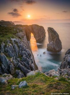 Cliffs of Tomason- Ribadesella Spain Destinations, Asturias Spain, Road Trip, Travel Goals, Nature Pictures, Beautiful Images, Beautiful Sunset, Nature Photography, Scenery