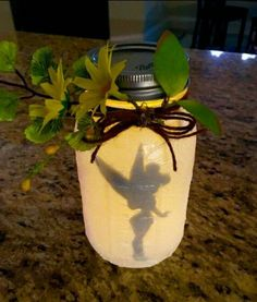 22 DIY Craft Lights Ideas you Can Create: Tinkerbell Fairy Jar by makefielddesign Diy Crafts Lights, Jar Crafts, Decor Crafts, Tinkerbell Fairies, Tinkerbell Party, Festa Thinker Bell, Deco Disney, Disney Disney, Disney Rooms