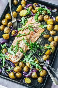 When dinner can't get any easier ... enter this Simple Roasted Salmon & Veggies! A whole salmon fillets roasts alongside some baby gold potatoes and sliced red onion. This is a beautiful ad easy sheet pan dinner that also happens to be super healthy, too. #salmon #sheetpanrecipes #sheetpansalmon #sheetpandinners Shellfish Recipes, Seafood Recipes, Thanksgiving Side Dishes, Thanksgiving Recipes, Quick Dinner Recipes, Weeknight Recipes, Healthiest Seafood, Roasted Salmon, Foodblogger