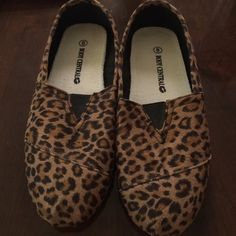 Cheetah print flats New, never worn cheetah print flats Body Central Shoes Flats & Loafers