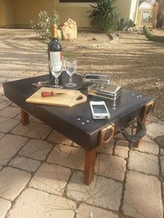 Suitcase repurposed into portable picnic table, with legs that fold inside, complete with player! Portable Picnic Table, Picnic Tables, Suitcase Table, Suitcase Decor, Outdoor Tables, Outdoor Decor, Pallet Tables, Vintage Suitcases, Vintage Luggage