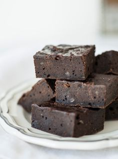Ricardo's recipe: Marie-Joanne Boucher's Black Bean Brownies Brownies Au Nutella, Just Desserts, Delicious Desserts, Brownie Sans Gluten, Biscuits Graham, Strawberry Brownies, Ricardo Recipe, Black Bean Brownies, Bean Recipes