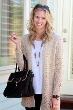 Superb Mom Outfits to Look Stylish0051