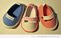 Zapatos de muñeca hechas con goma eva