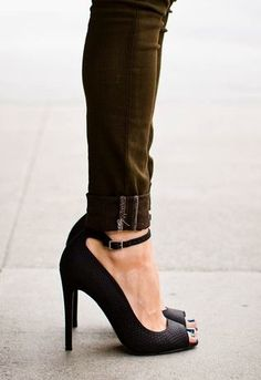 Black pumps + military green