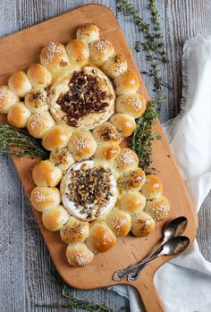 Baked Brie and Camembert with Warm Bread Bites - A fun and easy entertaining idea, this Baked Brie and Camembert with Warm Bread Bites can be made with store-bought roll dough! Cheese Recipes, Appetizer Recipes, Cooking Recipes, Baked Brie Recipes, Pot Luck, Antipasto, Queijo Cottage, Tapas, Charcuterie Board