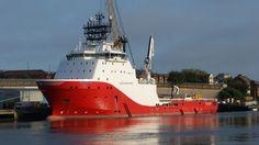 "DSC00404.  Tug / Supply Vessel ""SIEM SAPPHIRE"" at Corporation Quay, River Wear…"