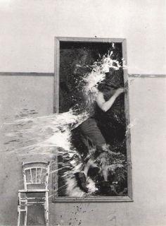 Jean Cocteau, La sang d'un poète (film still) More film stills. Francesca Woodman, Claire Bretecher, Poesia Visual, Jean Cocteau, Night Pictures, Sang, Film Stills, Grafik Design, Abstract Photography