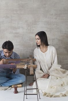 On we honour the craftsmen across the country who are our partners in helping to revive, sustain and celebrate our rich of handloom weaves. Pakistani Outfits, Indian Outfits, Indian Clothes, Kurti With Jeans, Good Earth India, Churidar Designs, Build A Wardrobe, Indian Textiles, Lakme Fashion Week