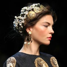 Hairstyle. Hair Fashion trend. Small flowers + golden pieces. Baroque way of styling your hair by Dolce & Gabanna ss2014 RTW   #hairstyle #prefall #prefall2014 # dolceandgabanna #dolcegabanna #hairstyleideas