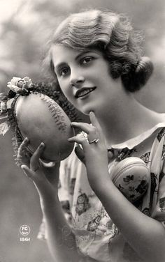 1920s Vintage Easter photo of woman http://www.girlinthejitterbugdress.com