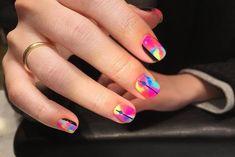 เล็บลายสีน้ำแบบฟุ้งๆ ตัดกับลายเส้นสีดำ คัลเลอร์ฟูลมากเวอร์ Colorful Nail, Nail Colors, Nails, Beauty, Colorful Nails, Finger Nails, Ongles, Beauty Illustration, Nail