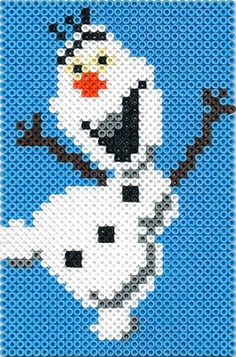 Olaf Frozen (knitted on a hat w/ a few changes)pa Hama Beads Design, Hama Beads Patterns, Beading Patterns, Beaded Cross Stitch, Cross Stitch Patterns, Filet Crochet, Hama Beads Disney, 8bit Art, Peler Beads