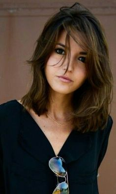 Length and style: keep the natural color and just add some highlights cortes de cabelo Long Bob Hairstyles, Pretty Hairstyles, Hair Inspo, Hair Inspiration, Medium Hair Styles, Short Hair Styles, Red H, Shoulder Length Hair, Hair Highlights