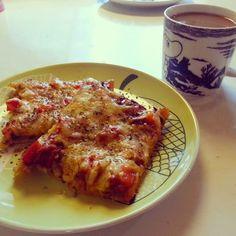 Pizzapohja on helppo ja nopea tehdä itse. Tein tänään mieheni kanssa pizzaa. Gluteenittomaksi pohjaksi löytyi Valion sivulta hyvä pohja, ... Bolognese, Gluten Free Recipes, Lasagna, Free Food, French Toast, Food And Drink, Vegetarian, Vegan, Breakfast