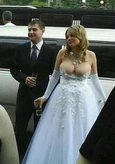 I feel MUCH better about my wedding pictures after this. 32 Tips For Taking The Perfect Wedding Photo. These are hilarious! Funny Wedding Dresses, Worst Wedding Dress, Ugly Wedding Dress, Wedding Fail, Before Wedding, Wedding Humor, Wedding Gowns, Tacky Wedding, Wedding Album