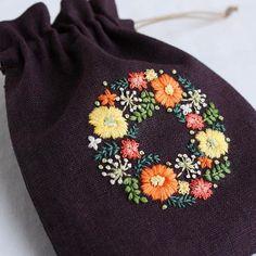 2017.2.8 . 少し前に仕上げていた刺繍ですが、やっとカタチになりました . . #刺繍#手刺繍#ステッチ#手芸#embroidery#handembroidery#stitching#자수#broderie#bordado#вишивка#stickerei#花の刺繍#巾着#ハンドメイド#handmade
