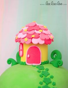 I'm pretty sure i have to make this Fairy house as part of Emma's cake and cupcakes! Fairy House Cake, Clay Fairy House, Cupcakes, Cupcake Cakes, Fondant Figures, Fondant Cakes, Cake Pops, Fairy Birthday Party, Garden Birthday
