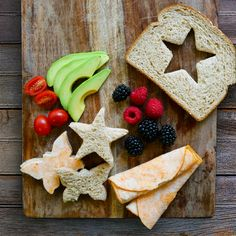 Are your kids getting bored of the same old lunch? Mix it up by creating fun sandwich shapes!