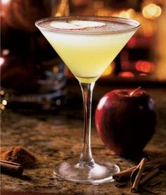 APPLE MARTINI Bonefish Grill Copycat Recipe Martini: 2 ounces of your favorite vodka ounce Ginger Liqueur 2 ounces high quality. Apple Martini Recipe Vodka, Pear Martini, Apple Martinis, Bar Drinks, Yummy Drinks, Cold Drinks, Bonefish Grill Recipes, Ginger Liqueur, Alcohol Recipes