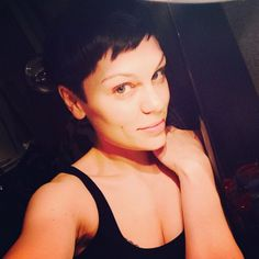 Jessie J goes back to black with her new hair and I reveal five of her best hairstyles - Yahoo omg! Teen Hairstyles, Vintage Hairstyles, Short Hair Cuts, Short Hair Styles, Shave Her Head, Celebrity Haircuts, Jessie J, Hair Styles 2014, Katie Holmes