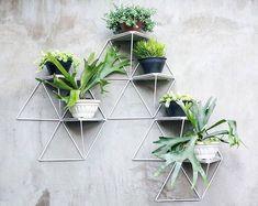 Geometrik saksı tasarımlarıyla Duvarınızda yeşile yer açın #woodoexclusive #tasarım #mobilya #furniture #dizayn #evdekorasyonu #dekorasyon #interiordesign #design #saksı #furnituredesign http://turkrazzi.com/ipost/1524559367864467978/?code=BUoUqrojkIK