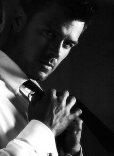 White shirt, black tie. (Josh Duhamel)