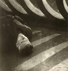 Jaromir Funke-) Le détail et l'homme-Eugen Wiskovsky, circa Sleeping Man, Max Ernst, Famous Photographers, Online Art, Art Reference, Photo Art, Black And White, History, Portrait