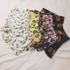 Love the pineapple shorts Teen Fashion, Fashion Outfits, Womens Fashion, Summer Outfits, Cute Outfits, Summer Skirts, Vogue, Floral Shorts, Costume