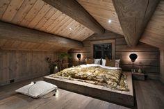 Tømmer seng. LHM4. LHM Interior Cabin Fever, Attic, Interior, Furniture, Home Decor, Design, Modern, Log Home, Loft Room